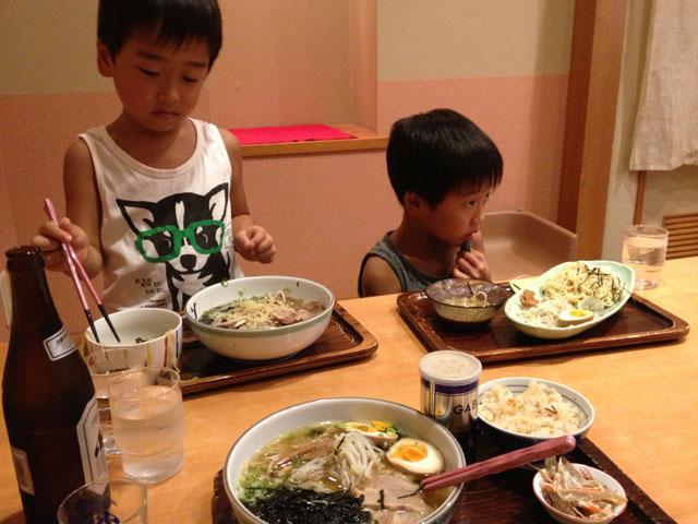 松江市京店の月ヶ瀬にて、あごだしラーメン昼食