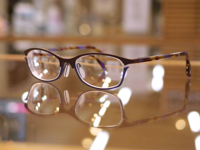 若者から年配までご愛用頂けるファッショナブル眼鏡ブランドデザイン