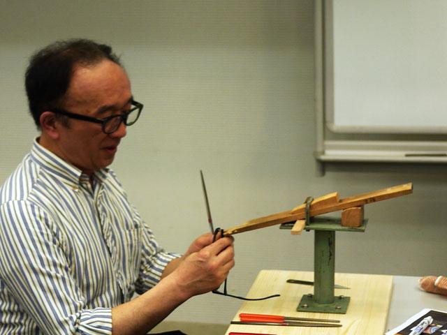 鯖江の谷口眼鏡社長のヤスリがけ講座