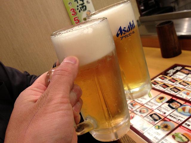 福井県やきとり屋「秋吉」にてビールで乾杯