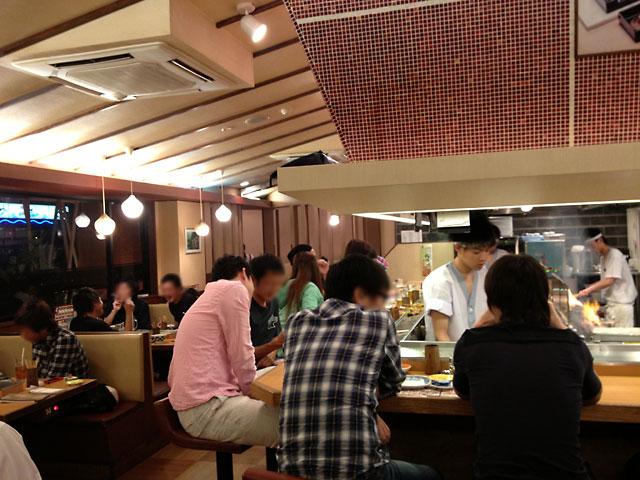 福井県やきとり屋「秋吉」店内の風景写真