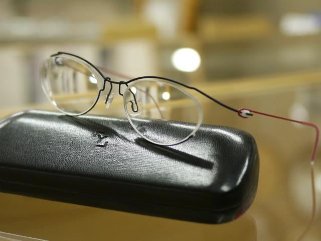 国産コンセプトY、強度レンズでも薄く加工完成