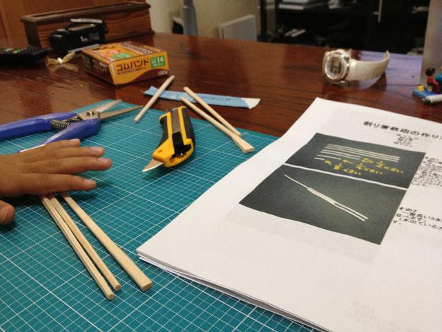 夏休みの工作「割り箸鉄砲」割りばしと輪ゴムを準備