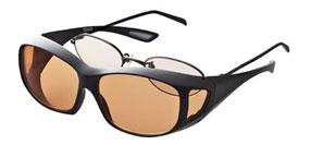 使用眼鏡の上から掛けられる遮光オーバーサングラス