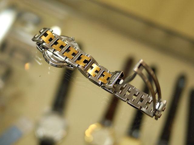 エルメスの腕時計、洗浄後の金属バンド