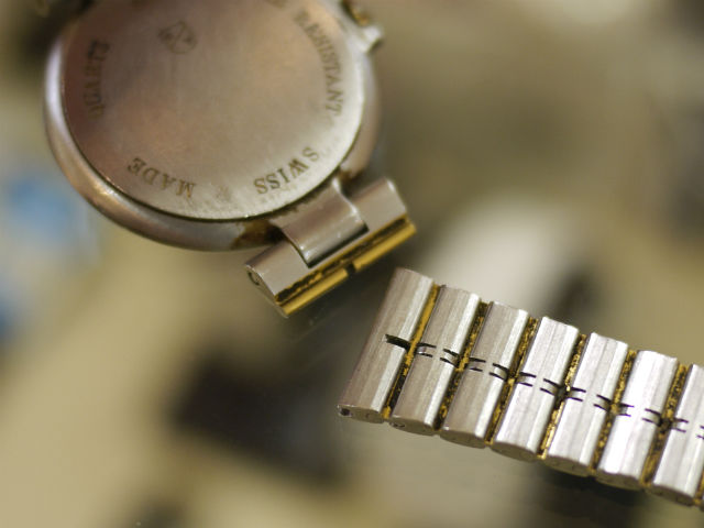ダンヒル(dunhill)ミレニアム、スイス製腕時計、金属バンド切れ