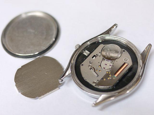 時計内部や裏蓋パッキン本体ケース周りが新品のように輝き綺麗に