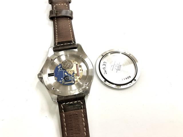 機械を取り出し時計ケースと裏ぶた丸ごと超音波洗浄