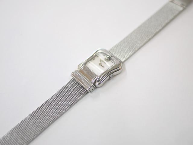 フェンディの女性用腕時計にメッシュベルトを付けた写真