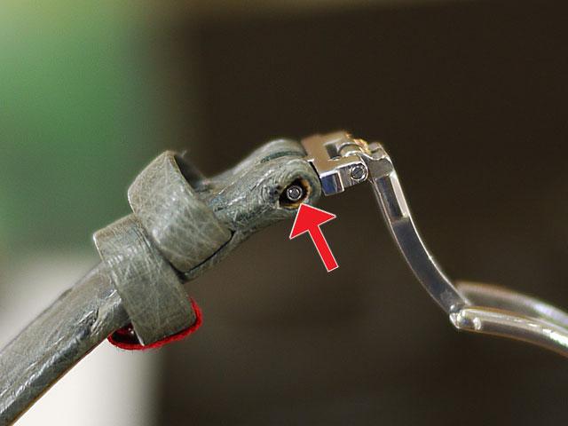 ベルトと金具バックル部のピン&パイプの取り付け修理可能です