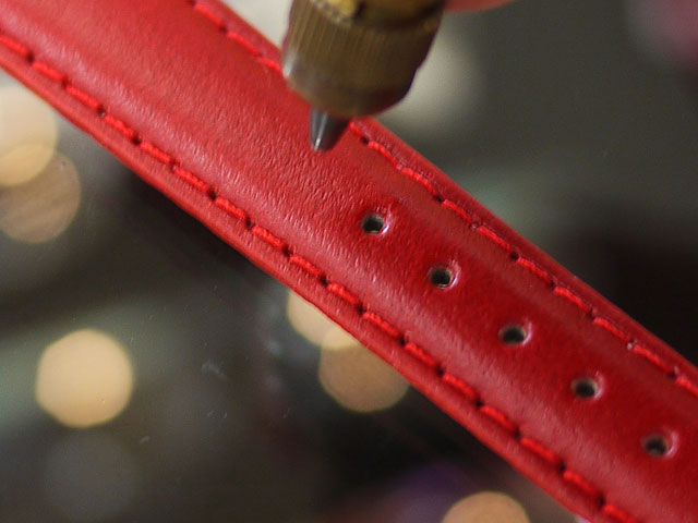 腕時計用革ベルト・レザーストラップが長く、ぶかぶか緩い