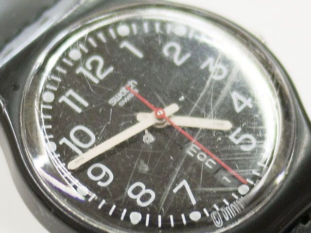 swatch・腕時計ガラス(クリスタル)に多数の傷