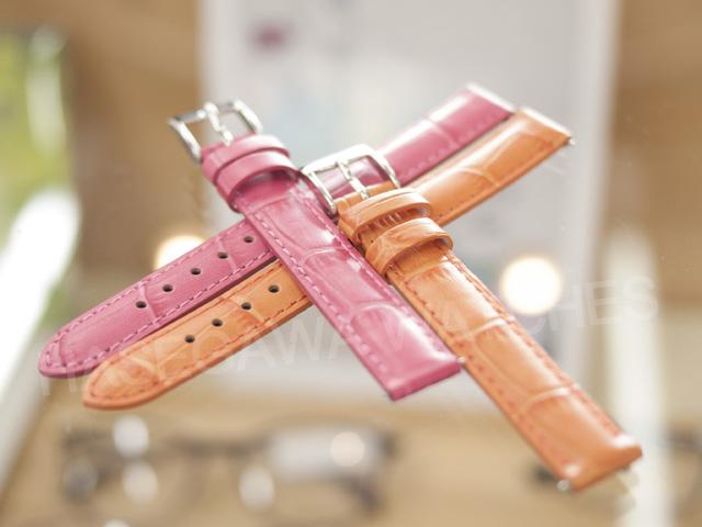 限定コレクション用の限定カラーのピンクとオレンジ・ストラップ