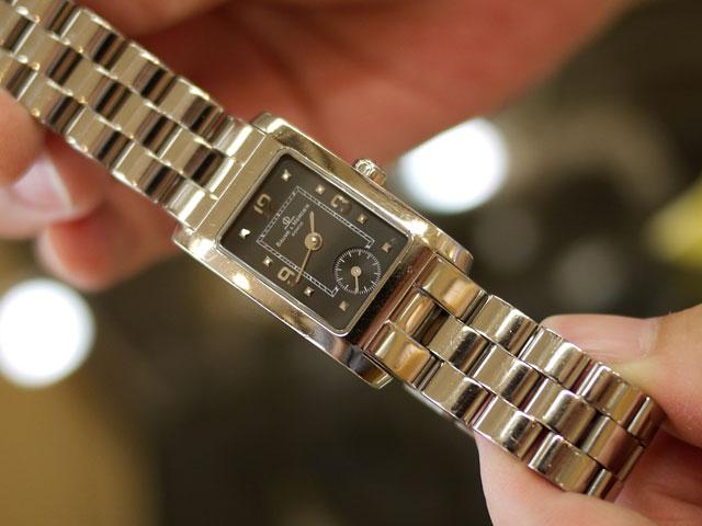磨くと時計本体もバンドも艶も出てきれいになります