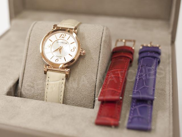 サントノーレの限定時計。赤と紫の替えベルト付き