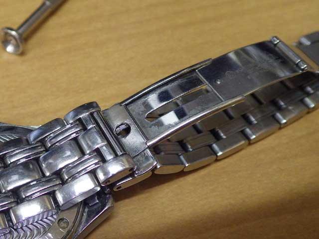 オメガ・シーマスター、スライド式ネジ修理前の状態