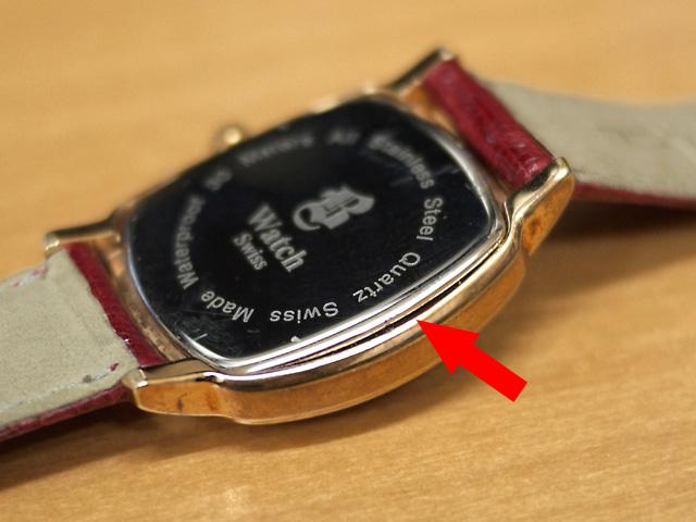 B WATCH 腕時計スイス製 電池交換の際に裏蓋が