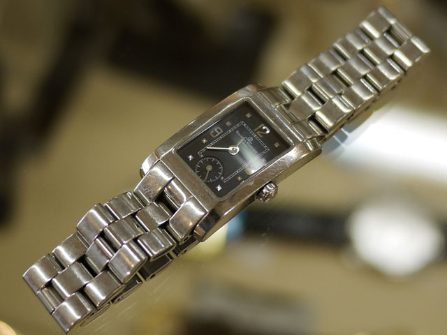 腕時計ボームメルシー・レクタングル、小傷たくさん