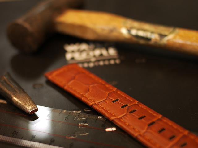 時計の革ベルトストラップに穴を追加しました