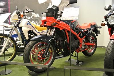 Suzuki_GSX400X_Impulse