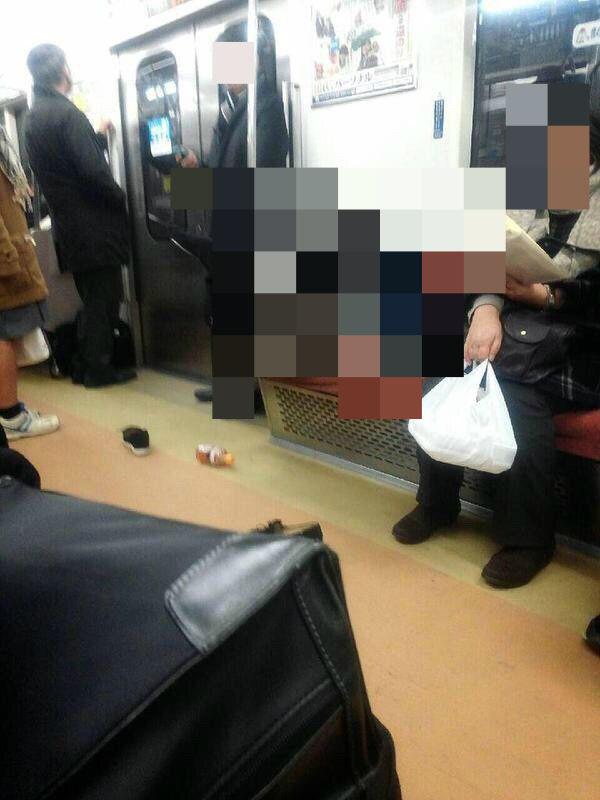 ◆電車でありえない寝姿してる女が笑えるwwww 画像ありのエロ漫画・エロ画像