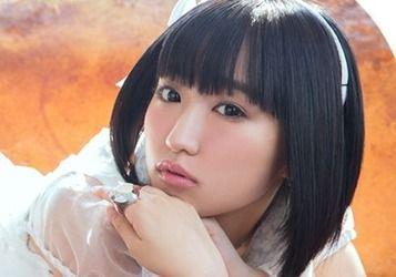 【朗報】悠木碧ちゃん、写真の前でニッコリと笑顔になる