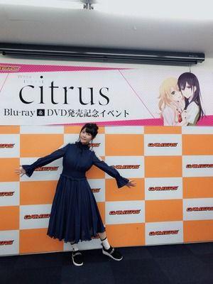 【悲報】声優の竹達彩奈さん、78900円のスニーカーを履いてしまう
