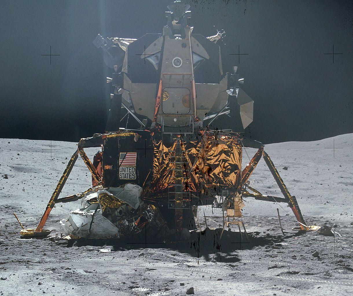 1220px-Apollo_16_LM