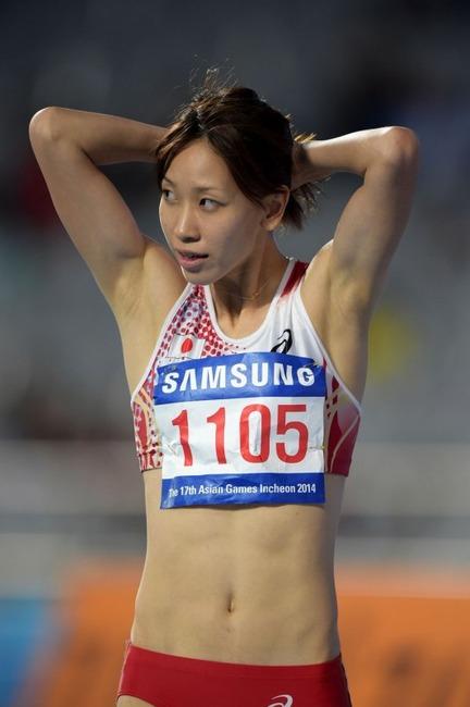 女子陸上 福島千里が腹筋割れててエロい画像