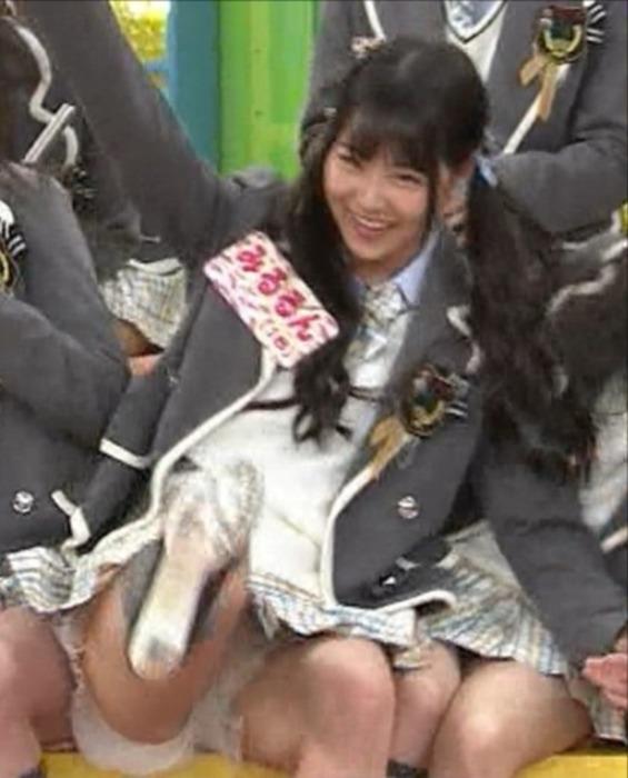 NMB48 白間美瑠が開脚パンチラしてるエロ画像