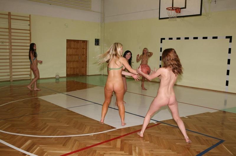 外国人が裸でスポーツしてるエロ画像