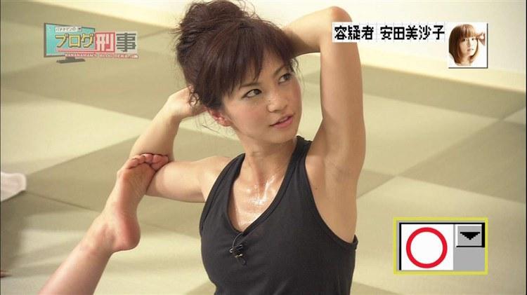 安田美沙子のヨガ姿がエロいキャプ画像