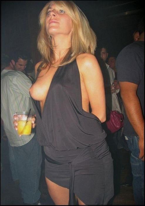 外国人のハプニング胸チラ・パンチラ画像48枚