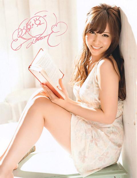 元AKB48 河西智美のエロい太もも画像