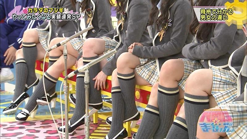 NMB48の足を組んでる太ももがエロい画像