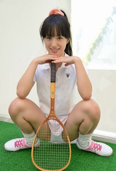 テニスコスプレしてる女の子とエッチなことしてるエロ画像