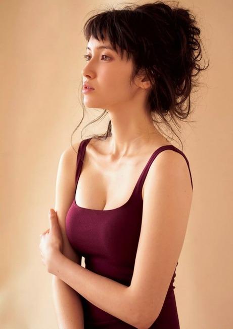 市川紗椰 ハーフモデルのエロ画像