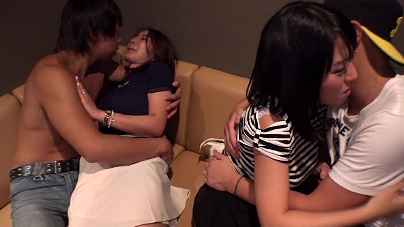 人妻二人をナンパ、泥酔ハメ撮りしてるエロ動画