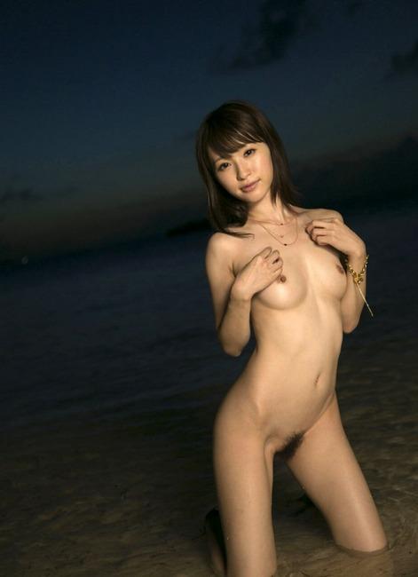 天使もえが海辺で脱いでるエロ画像100枚