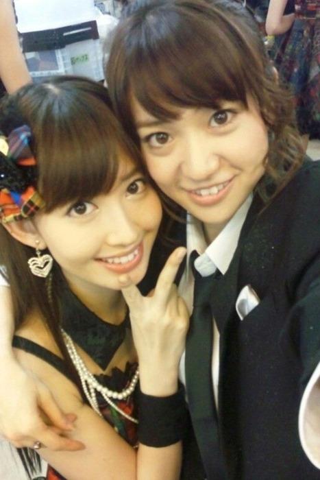 AKB48G メンバーがキスしたり抱き合ったりしてる画像50枚 【百合・レズ】