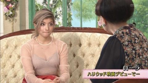 ローラ変態スケスケ衣装から胸チラで徹子もビックリwwwwww(TVエロキャプ画像あり)