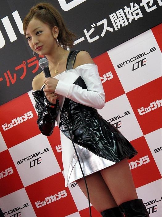 AKB48板野友美・ともちんのミニスカブーツから見える太ももがエロい画像35枚