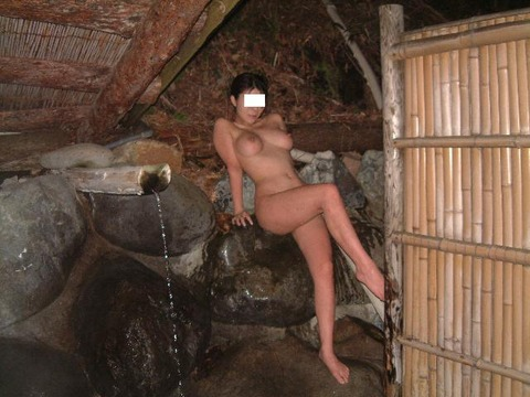 露天風呂で記念エロ写メ「記念だからいいよ?」と撮らせてくれる浮かれモードの素人さんワロタwwwww(画像あり)