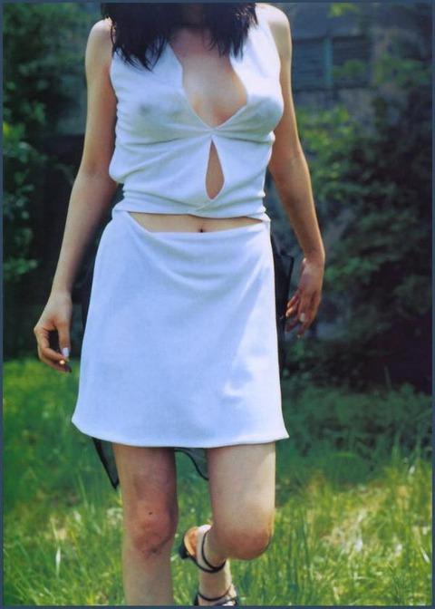 【永作博美エロ画像】アコムで有名な永作博美の強烈乳首ポッチにエログラビアが抜けるwwwww