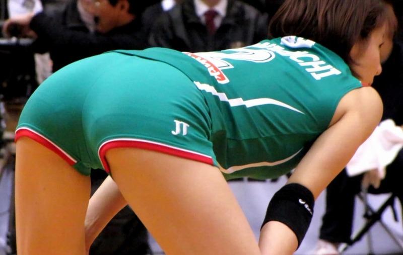 女子バレー選手の尻のラインが見えるエロ画像