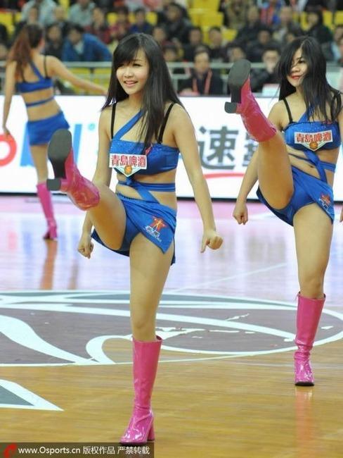 台湾チアリーダーのパンチラや胸チラがエロい画像35枚