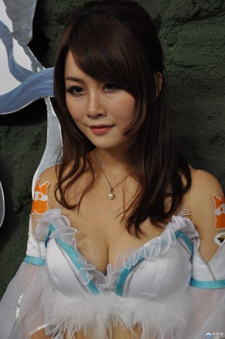 台湾のキャンギャル・コンパニオンさんのエロ画像