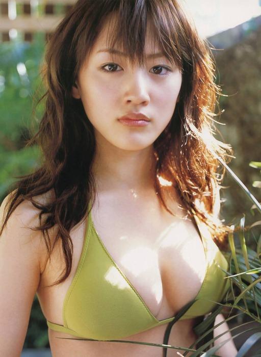 綾瀬はるかの巨乳おっぱいがエロい画像