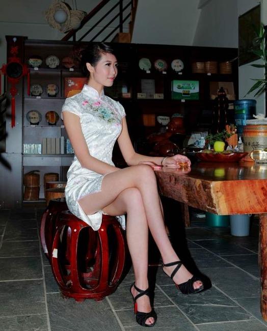 チャイナドレス着てる女の子のエロ画像