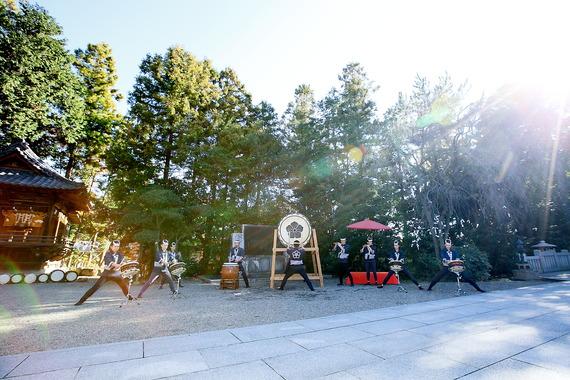 神社の境内で和太鼓の生演奏